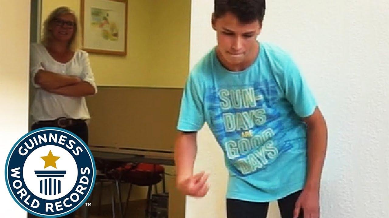 【1分間で334回】世界最速の「超高速指パッチン」が速すぎる! ドイツの少年が新記録を更新!!